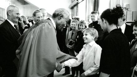 Nelson Mandela meets members of the Woden Valley Youth Choir after receiving an honorary doctorate of law at ANU in 2000. Photo by Stuart Hay.