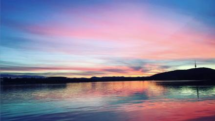 Sunset on Lake Burley Griffin. Photo by Maggie Ma.