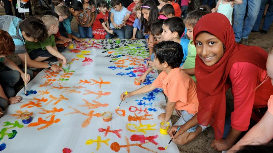 A Federal Government initiative, Harmony Day, aims to help the integration of migrants.