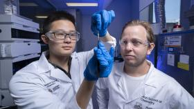 New jelly material that mimics biological matter like skin, ligaments and bone, developed by researchers from the ANU Research School of Chemistry (Lannon Harley/ANU).