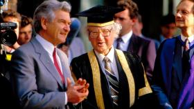 Former Prime Minister Bob Hawke with former Vice-Chancellor Peter Karmel.