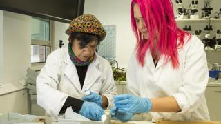 Maureen Reyland and Natasha Langley pack the remains of Mungo Man. Photo by Stuart Hay.