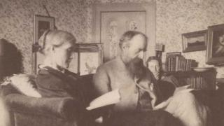 Stephen Album Virginia Stephen behind Leslie and Julia Stephen reading, 1893. Image courtsey of Special Collections, Smith College.